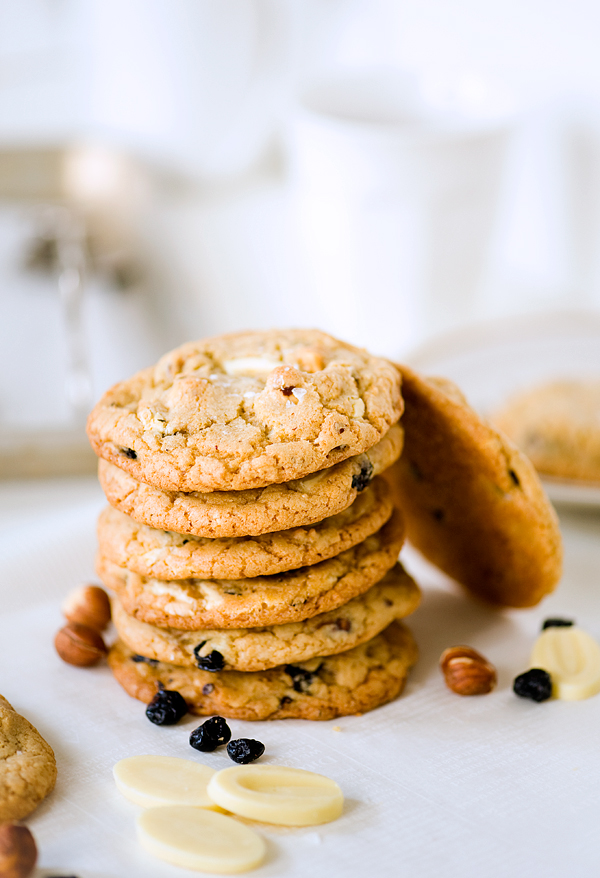 Salty White Chocolate Hazelnut Blueberry Cookies - Yummy Workshop